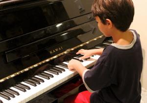 幼児とピアノ